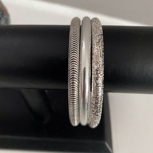 🌺 2 for 25 🌷Rhodium plated bangles